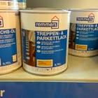 Na podlahu nám odborníci doporučili bezbarvý lak Treppen & Parkettlack Remmers