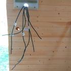 Protažení kabelů rozvaděčem