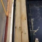 Místo, kde budou stát těžká kamna s akumulační stěnou, jsme vyztužili dvěma smrkovými hranoly o tloušťce 16 cm
